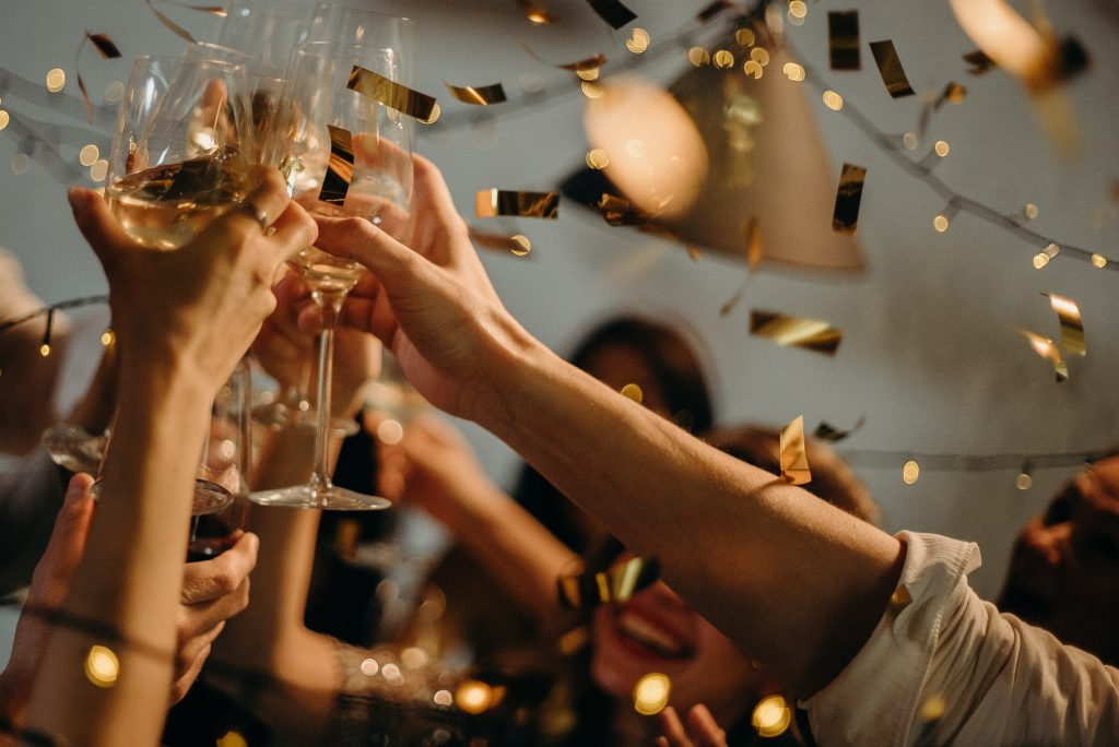 cheers with champagne, how to give the best wedding speech ever